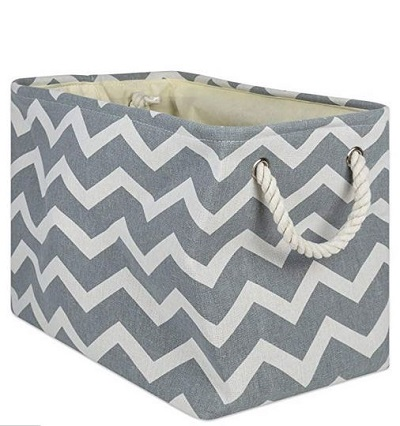 Storage tote with handle