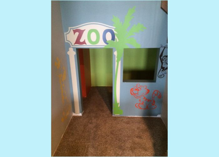 wd637-zoo-theme-under-stairs-playhouse-wall-decals-pg.jpg