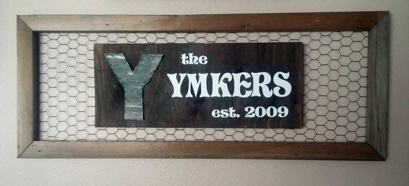 Diy Laundry Ladder And Name Plaque Wall Decor Plus More Wiring Behind The Creator Told Us How She Made This Awesome Cut Some Wood Down For Frame Nailed It Together Placed Chicken Wire